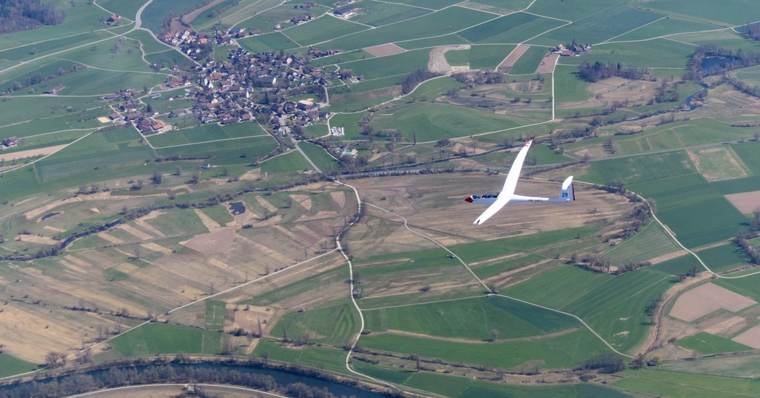 Oh look, a little Arcus over there… ;) #segelfliegen #gliding #soaring #schempphirth #arcus #sgzuerich #pilot #aviation #instaviation