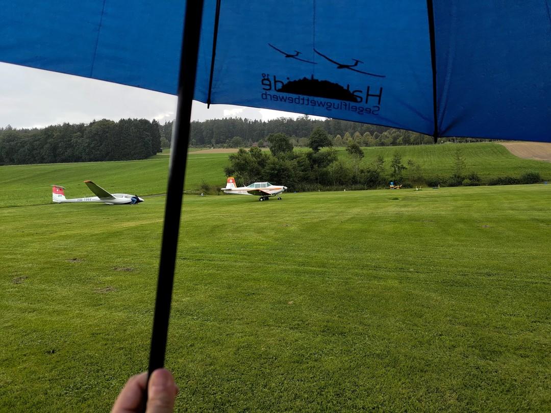 Read more about the article Let's introduce prospective flight instructors to their new flying weather #gliding #soaring #segelflug #segelfliegen #volavoile #glidingpictures #pilotlife #ask21 #schleicher  #rainydays #sgzuerich @sg_zuerich @jonaspitschen @soenkeahlborn